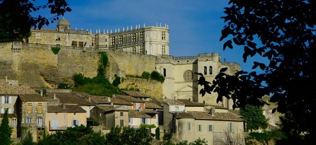 Le chateau de grignan vu du bas du village