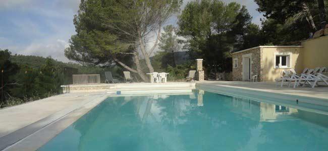 La piscine à Roussas au-dessous du studio